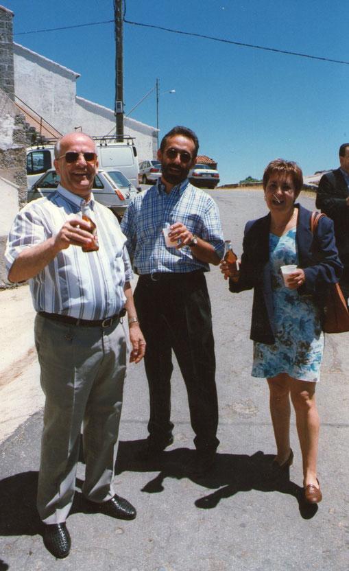 Juanjo y Merche con Tomás.
