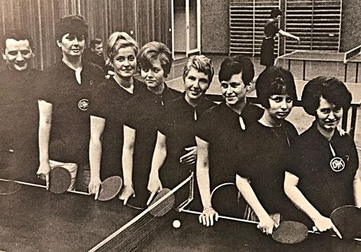 Damenmannschaft 1967/68: Meister der Bezirksklasse und Aufstieg in die Landesliga Saar | Abt.leiter Fischer, Bertram, Ruf, Heib-Schickel, Hager, Steil, Behling, Reinhard