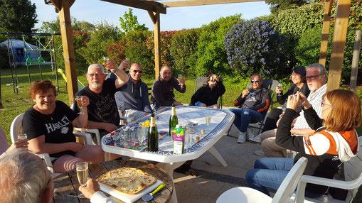 Apéritif convivial en terrasse groupe à La Alt'