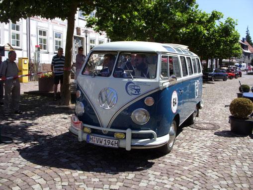 """Der VW """"Sambabus"""" von Volkswagen Nutzfahrzeuge. Baujahr 1965, 4 Zylinder, 1493 ccm, 42 PS."""