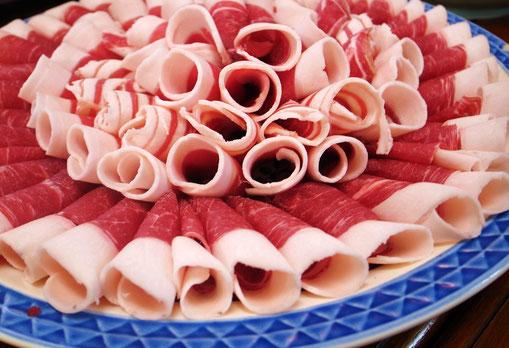 脂ののったイノシシ肉の厳選ロースのぼたん鍋