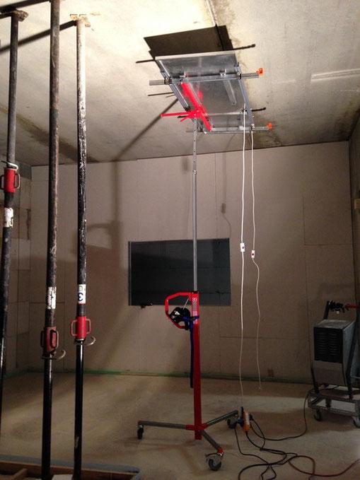 Infrarot-Neubautrocknung mit Infrarotheizplatte im mobilen Lift