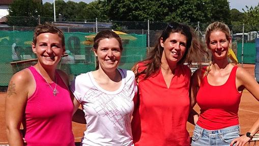 Die Damen 30 - Konkurrenz: (v.l.) Bianca Mühlbach / TC Satrup (2.); Melanie Gromoll / TuS Hartenholm (4.); Antje Hoffmann / TC GW Neustadt (3.) und Tatjana Maas (1.) - nicht dabei: Steffi Dargel / Leezener SC (5.)