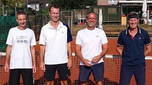 Herren 50 - Konkurrenz: die Halbfinalisten:  Bernd Schröder / Este 06 - HH (4.); Hauke Schröder / TC Mürwik (1.); Peter Kowallik / TC GW Eutin (2.) und Thomas Richter / TC Alsterquelle (3.)
