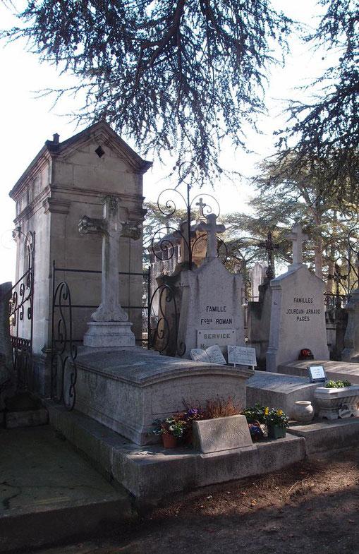 LA TOMBE DE CEZANNE. CIMETIERE SAINT PIERRE . AIX-EN-PROVENCE ...Les cendres de John REWALD reposent dans une urne face à cette tombe.