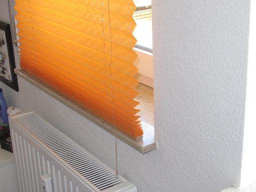 Die Jalousien erschweren die Beheizung und Belüftung des Fensterbereichs.
