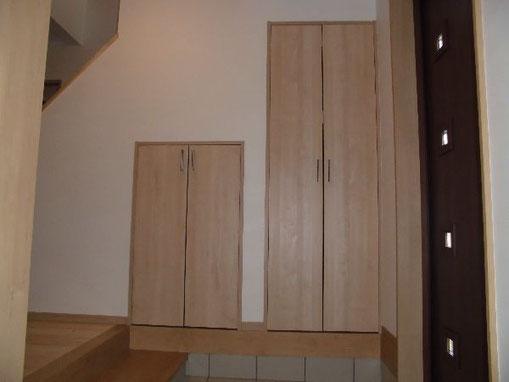 階段下スペースを収納に有効活用