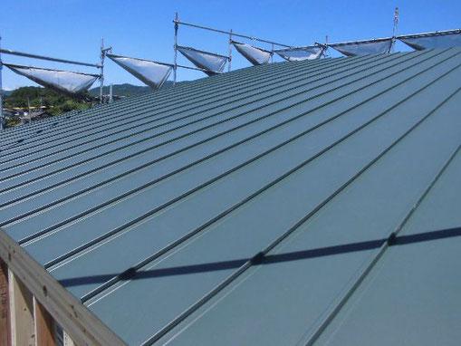 ガルバリウム鋼板片流れの屋根