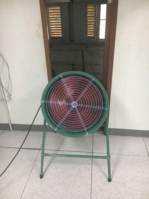 挖礦中心需要散氣和空氣對流/ 流通, 以防過熱 Mining centre/ ventilation