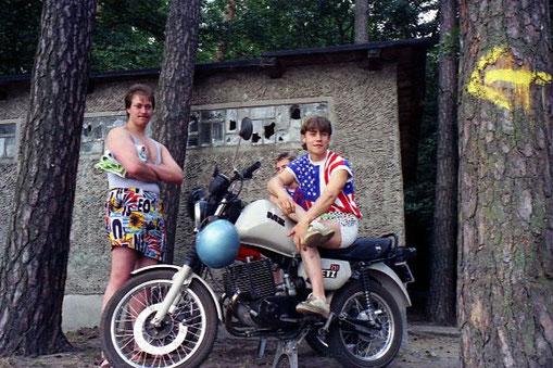 die Einheimischen mit ihren Motorrädern amüsierten sich überlegen