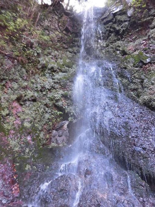 日見ずの滝(不動明王さんをお祀りしております)