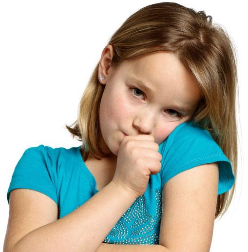 Zu langes Daumenlutschen kann die Kiefer verformen und zu weiteren Folgen führen. (© Picture Factory - Fotolia.com)