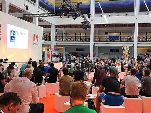 Blogger auf der Outdoor-Messe in Friedrichshafen.