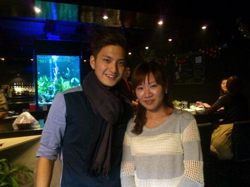 店長の亮クンとパシャ!亮クンは現役モデルで通販で有名な「VANCL」でも見られま~す。好帅!