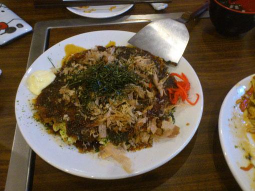 そして自慢の「関西風お好み焼き」は秘伝のダシに山芋タ~ップリっ!