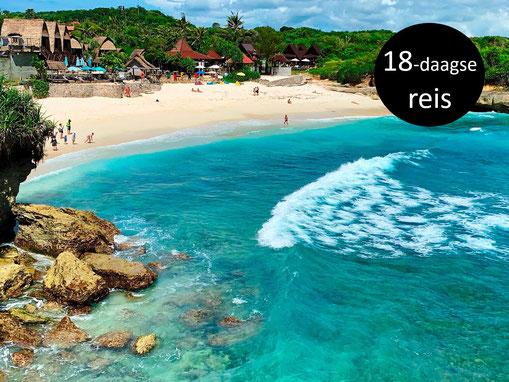 Het mooie strand van Dream beach op Nusa Lembongan