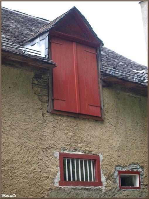 Façade ancienne dans le village d'Aas, Vallée d'Ossau (64)