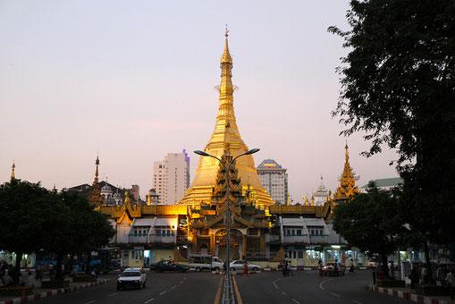 Sule Pagoda by Jason Eppink