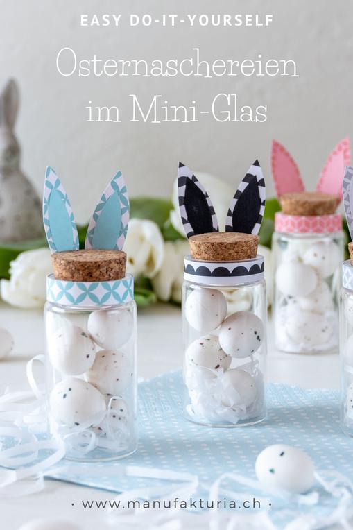 Mini-Glas mit Korkdeckel gefüllt kleinen Ostereiern aus Marzipan