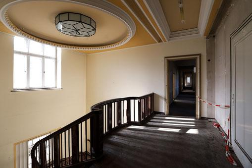 Treppengalerie über den Haupteingang im 1.OG.