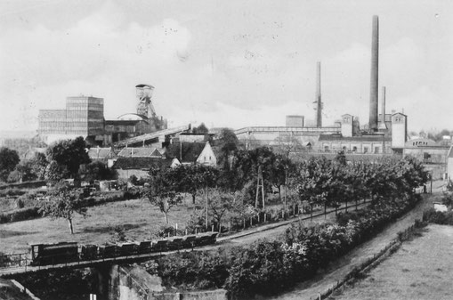 Ca. 1950 Blick von der Halde auf die Grube Laurweg - c Heimatverein Kohlscheid