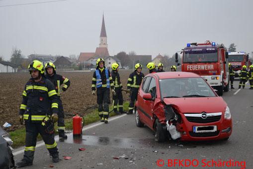 Feuerwehr; Blaulicht; BFKDO Schärding; FF St. Florian; Unfall; PKW;