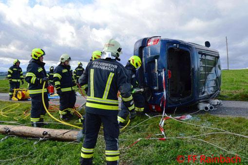 Feuerwehr; Blaulicht; BFKDO Schärding; Übung; Rainbach; Verkehrsunfall; 4 Feuerwehren;
