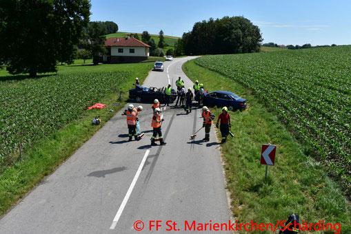 Feuerwehr; Blaulicht; BFKDO Schärding; PKW; Unfall; St. Marienkirchen;