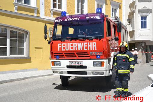 Feuerwehr, Blaulicht, BFKDO Schärding, Verkehrsunfall, Taufkirchen an der Pram, PKW