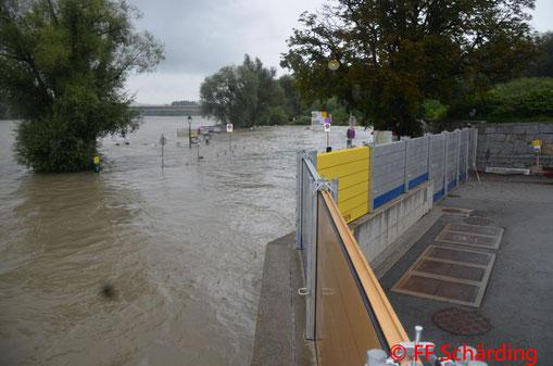 Feuerwehr; Blaulicht; FF Schärding; Hochwasser; KAT Lager; Hochwasserschutz;