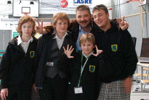 Billard-Jugend bei der Deutschen Jugendmeisterschaft  Von links:   Andreas Assmann, Tobias Schramm, Jörg Wallitzer (oben), Michael Ramge (unten), Dennis Segula