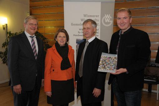 v.l.n.r.: Siegfried Ballentin (Fraktionsvorsitzender), Katy Hoffmeister (Justizministerin), Dr. Wieland Kirchner (Vorsitzender WWG) und Tom Brüggert (1. stellv. Fraktionsvorsitzender