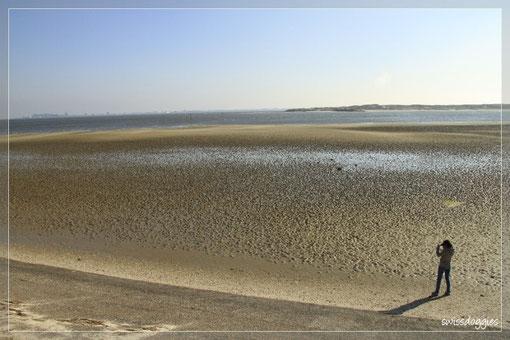 Da wir noch warten müssen, gehen Nathi und ich nochnmals runter zum Strand.