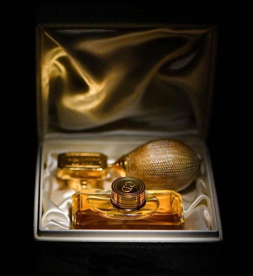 COFFRET MISS DIOR ANCIEN  - FLACON EN CRISTAL DE BACCARAT AVEC POIRE