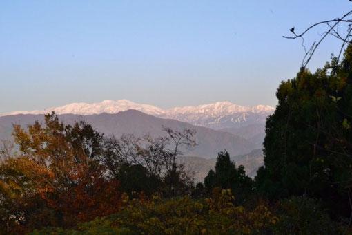 新アングルです。残念ながらこの時間になると山際が靄ってきた