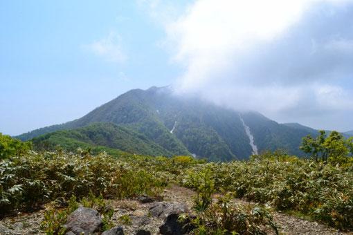 小荒島岳から見る荒島岳