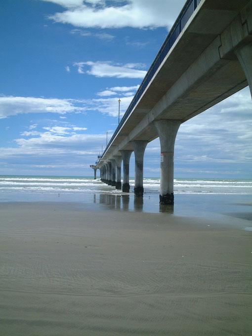 ニュージーランドの桟橋 コンクリート製の橋のように見える