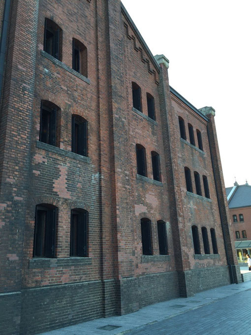 赤レンガのどっしりとした建物。うちの職人さんも昔この様な紡績工場を作ったと言っていた。凄い。