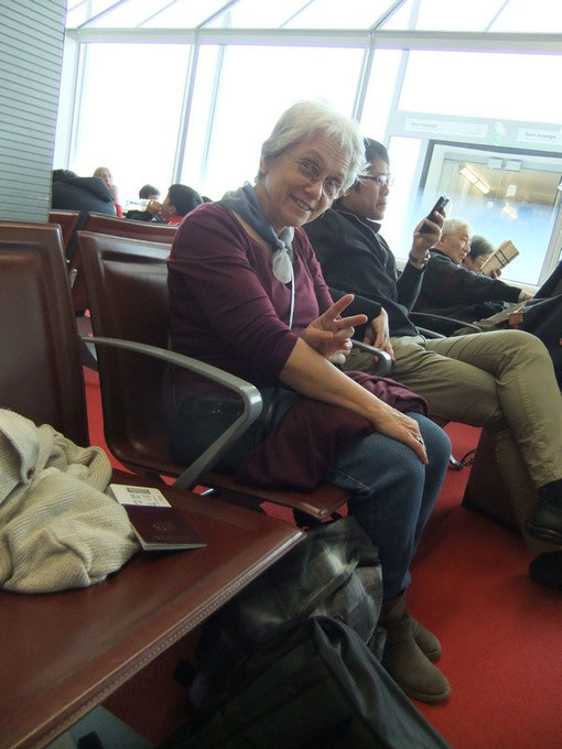 Dans la salle d'embarquement pour le nouveau vol ANA