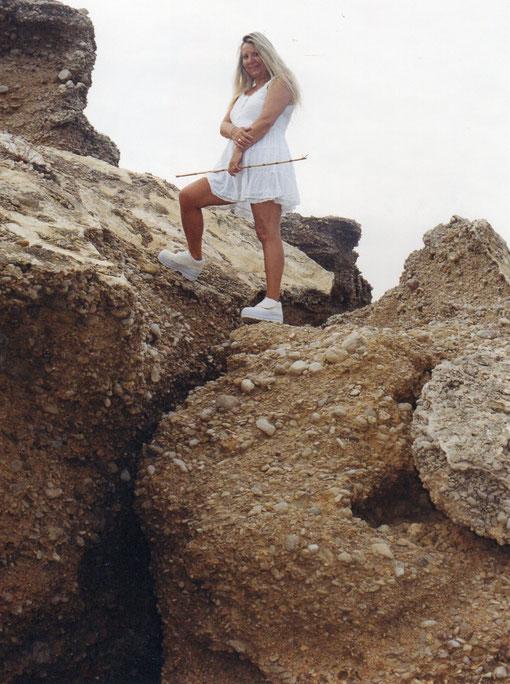 Son rocas muy fraccionadas y entre ellas hay agua. F. Pedro.
