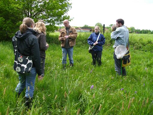 Thomas Hövelmann mit Studenten der Landschaftsökologie