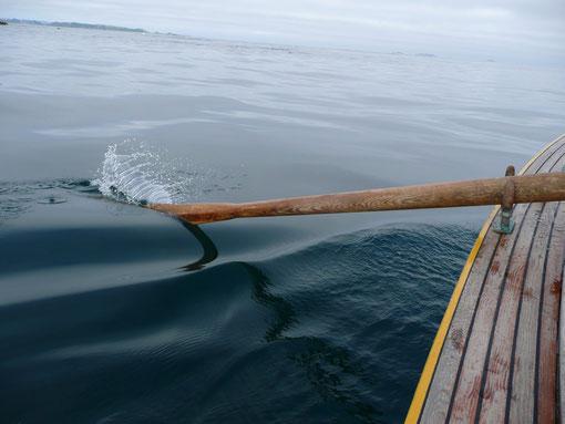 à tirer sur les avirons pour prendre le courant de jusant, les dames sont  réhaussées par un tube de cuivre