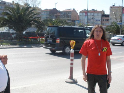 Ох и жарко в Стамбуле аж глаза слепит