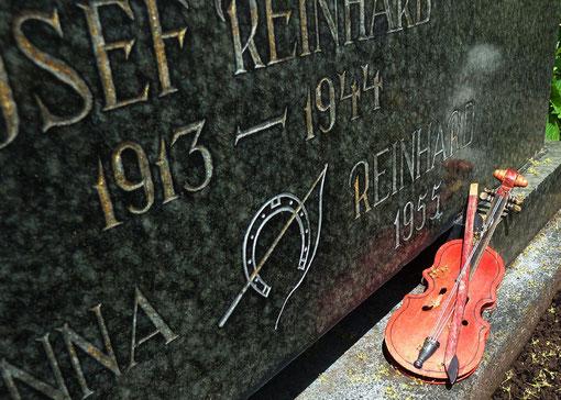 Symbolik auf dem Grab von in der NS-Zeit verfolgter Familienmitglieder der Familie Reinhard in Burladingen, Foto: Manuel Werner, alle Rechte vorbehalten!