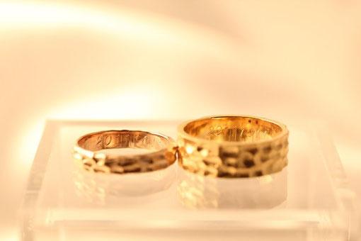 結婚記念日を刻印
