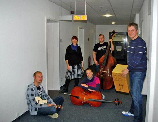 """bitte (noch) nicht stören: on purpose vor dem """"radio bochum""""-studio bei der """"ruhrcharts""""-sendung am 13.10.2012 (foto: on purpose)"""