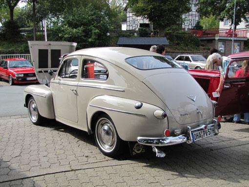"""Eine Legende des Rallyesports: Volvo PV 444 LS von 1957, genannt der """"Buckelvolvo"""". Ein 1,6 ltr. mit 60 PS. Dieses Auto hat uns Hjalmar Schmidt aus Osterode mitgebracht"""