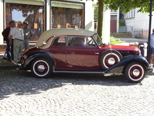 Auch einige Zuschauer hatten uns einige schöne alte Autos mitgebracht, wie hier der Wanderer W 52 von Gustav Mohnkopf. Baujahr 1937, 2,7 ltr  6 Zylinder , 52 PS. Von diesem Typ sind weltweit nur noch 12 Fahrzeuge bekannt.