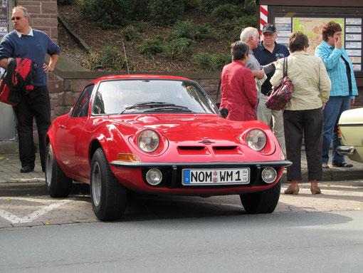 """Traumwagen vieler junger Leute in den späten sechzigern und frühen siebtigern: Der Opel GT. Genannt :""""Die Mini-Corvette"""" Werbeslogan: """"Nur Fliegen ist schöner""""."""