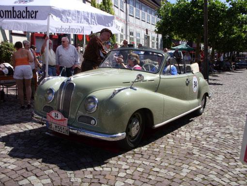 Dietmar Millhof aus Hagen mit einem seltenen BMW 501 V 8 Cabriolet